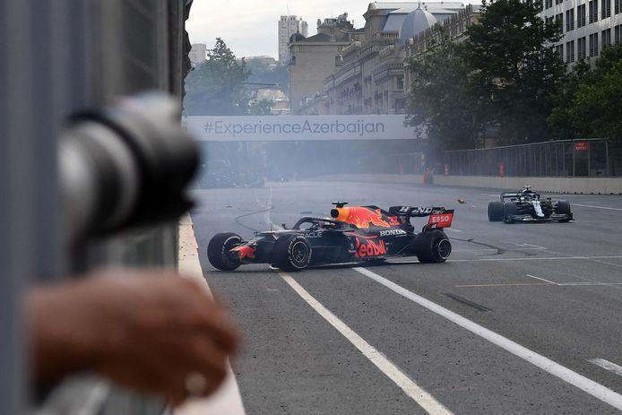 Pneu explosé à cinq tours de l'arrivée et mauvaise opération pour Max Verstappen.