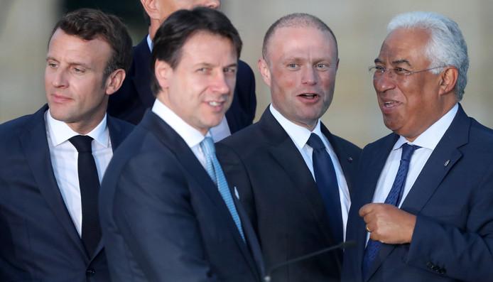 V.l.n.r.: De Franse president Emmanuel Macron, de Italiaanse premier Giuseppe Conte, premier Joseph Muscat van Malta en de premier van Portugal Antonio Costa op de MED7-top.