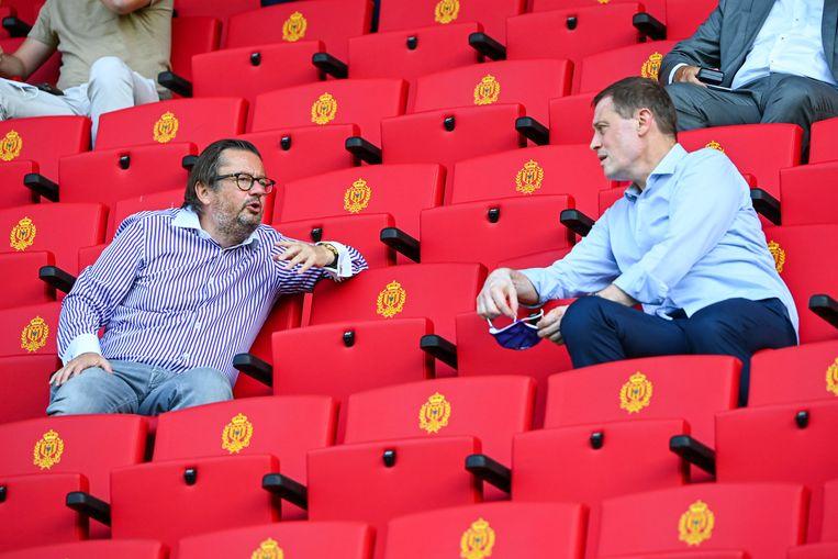 Marc Coucke in gesprek met Karel Van Eetvelt, tijdens de wedstrijd op de eerste speeldag tegen KV Mechelen.  Beeld Photo News