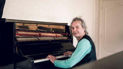 """Componist Wolf woont in aftandse directeurswoning die binnenkort tegen de grond gaat: """"Ach, geld... mensen raken met muziek is véél belangrijker"""""""
