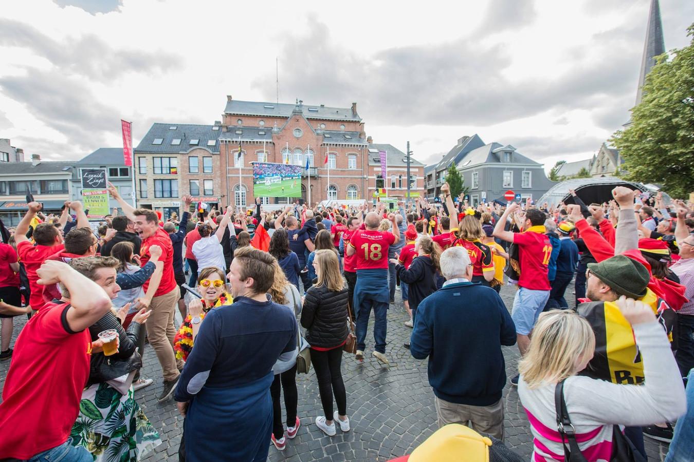 Niet De Markt, wel de Dekenijtuin zal dit jaar omgetoverd worden tot een voetbaldorp.