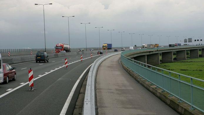 De weg in de richting van Arnhem is afgesloten.