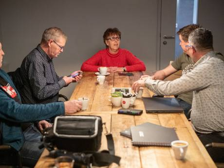 Lokaal verslaggever Geke (63) op straat nu Dedemsvaartse Courant na 143 jaar verdwijnt: 'dit valt niet te begrijpen'