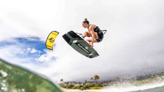 Annelous Lammerts in actie op WK kitefoilen in Italië