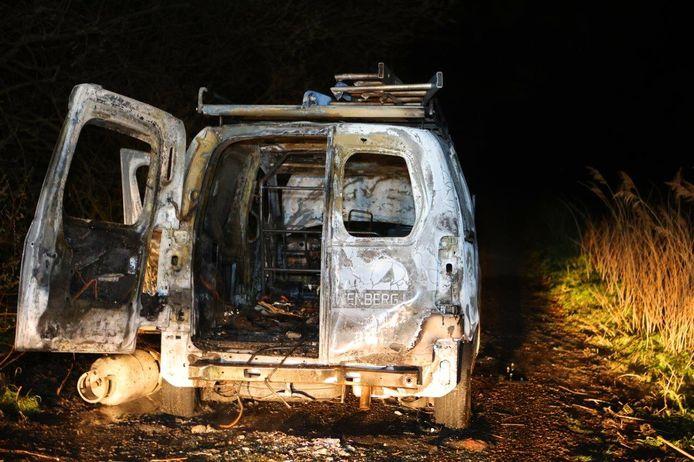 De bestelwagen ging in vlammen op donderdagavond in Vinkel
