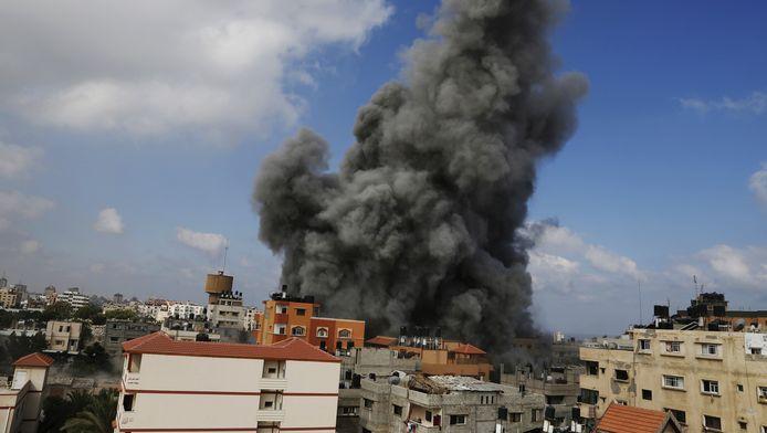Rook stijgt op na een nieuw Israëlisch bombardement in Gaza stad.