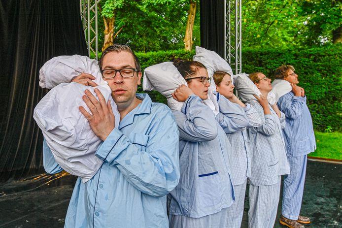 De vijf raven wordt opgevoerd in openluchttheater Het Vrouwenhof.