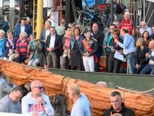 Burgemeester Elburg kruipt in huid van admiraal Van Kinsbergen bij start Botterdagen