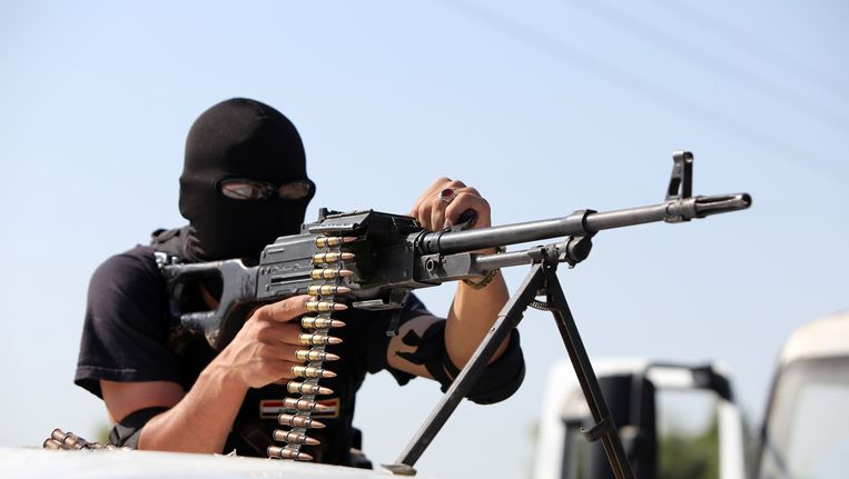 Een sjiitische strijder bij Samarra, een stad in de buurt van Tikrit. Beeld afp