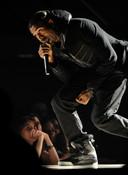 Kanye West, avec les fameuses baskets, lors des Grammy Awards 2008