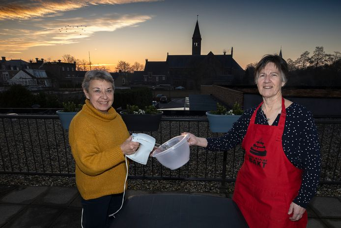 Maria van Engelen en Francien Dams van de Waalrese Vrouwen Organisatie.