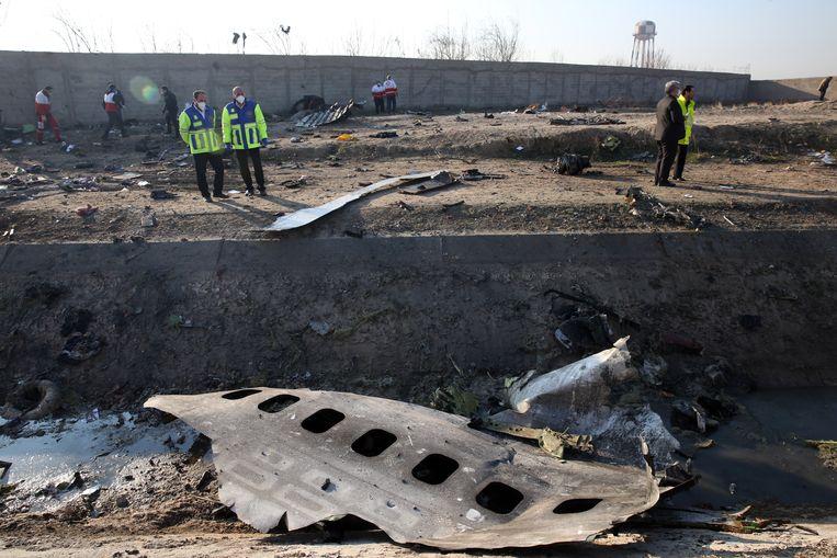 Restanten van de Oekraïense Boeing 737-800 die woensdag met 176 inzittenden neerstortte bij Teheran. Beeld EPA