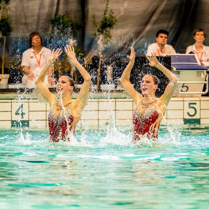 NK Synchroonzwemmen : finale winnaars & favoriet de tweelingzusjes Noortje & Bregje De Brouwer
