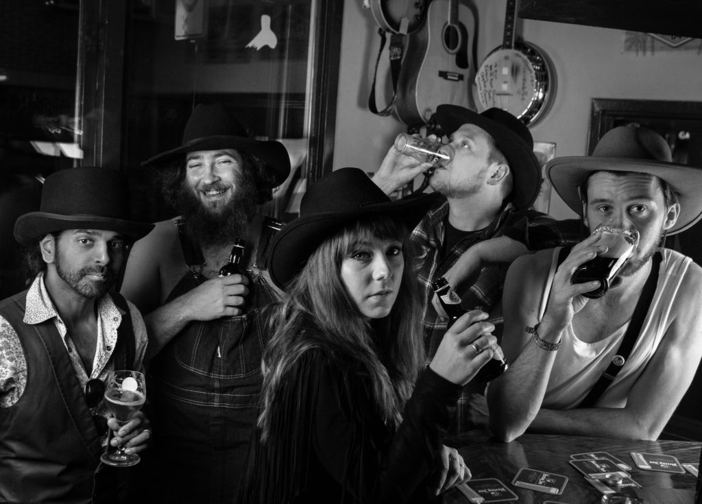 The Royal Hillbilly Club geeft talloze hits een yipieyajee-sausje