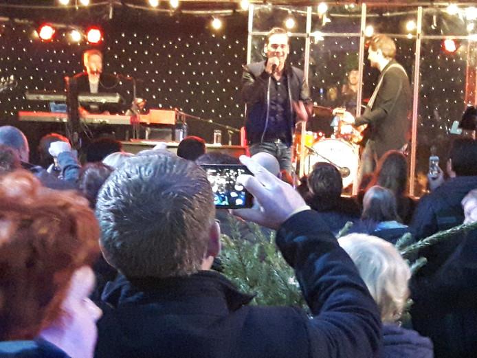 Jeroen van der Boom gaf een mini-concert.
