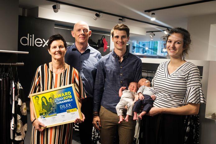 Dilex Tessenderlo heeft award gewonnen voor vier generaties hard werk. In picture: Jan Meulemans, Marleen Dillen, Stijn Meulemans, Cecilia De Backer met kinderen Audric & Louis-Vic.