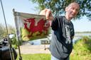 Welshman Charley Russell uit Heerhugowaard is met de motor neergestreken op camping de Beverburcht met uitzicht op de Biesbosch.