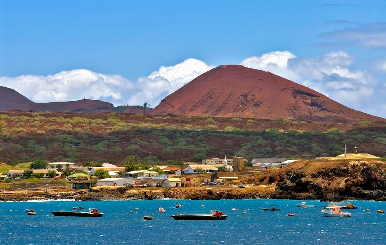 Ascension Island in de Atlantische oceaan, halverwege de Afrikaanse en Braziliaanse kust. Beeld Alamy Stock Photo