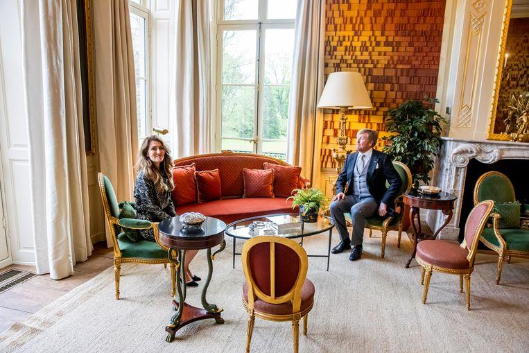 Koning Willem-Alexander heeft Yeşilgöz-Zegerius zojuist beëdigd als staatssecretaris van Economische Zaken, in Paleis Huis ten Bosch. Beeld Brunopress