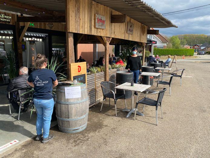 Café 't Kapelhof met uitbaatster Daisy Vervloesem.