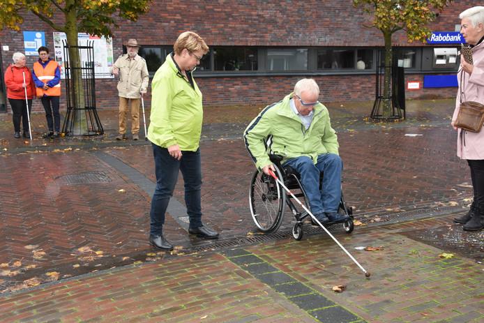 Wethouder Herman Engberink van de gemeente Olst-Wijhe opende zaterdag de Dag van de Witte Stok.