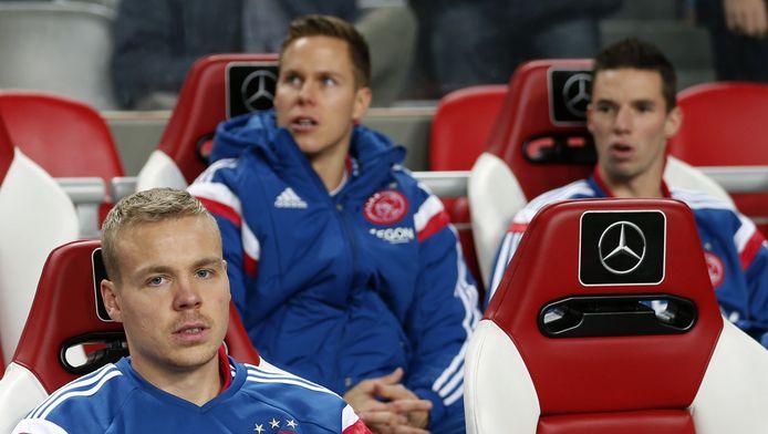 Niklas Moisander op de bank bij Ajax.