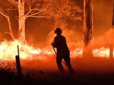 Incendies en Australie: début de l'évacuation par bateau, les touristes priés de fuir