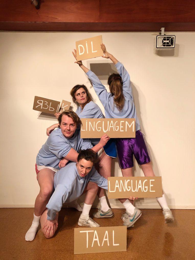 Theatercollectief Bog. maakte TAL., een voorstelling over taal die op 18 juni in première zou gaan op Holland Festival. Beeld Frederique Donker