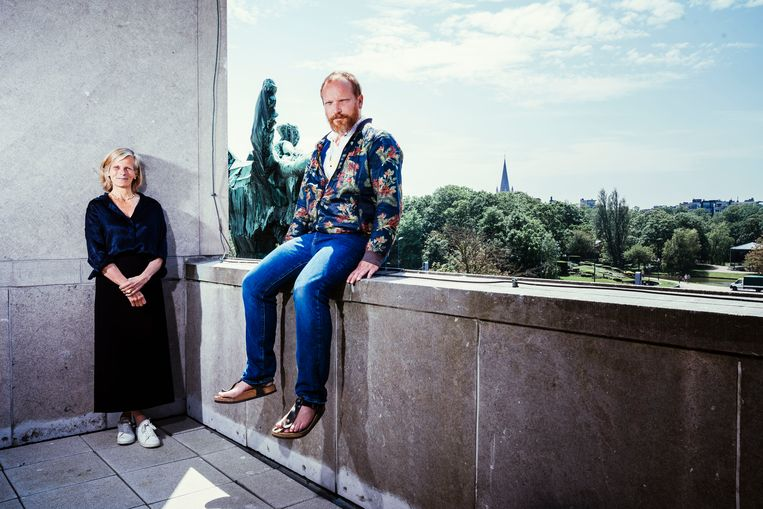 VUB-rector Caroline Pauwels en theatermaker Stefan Perceval.  Beeld © Stefaan Temmerman