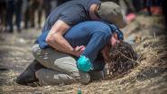 Hartbrekend: nabestaanden slachtoffers vliegtuigcrash Ethiopië rouwen op rampplek