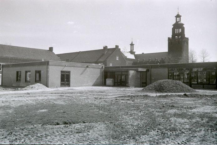 Jongerencentrum Leonarus (later De Kamenij) in aanbouw in Helmond in 1975.
