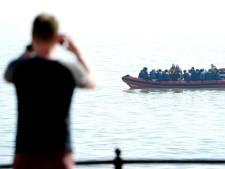 Britse kustwacht traint op het terugduwen van bootvluchtelingen