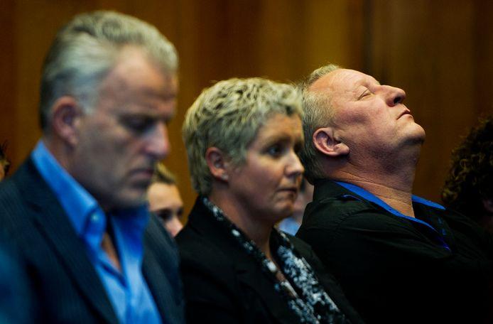 Herman du Bois (r), samen met vrouw Anja en Peter R. de Vries reageert in 2011 opgelucht na de veroordeling van Ron P. tot 18 jaar voor de moord op Christel Ambrosius.