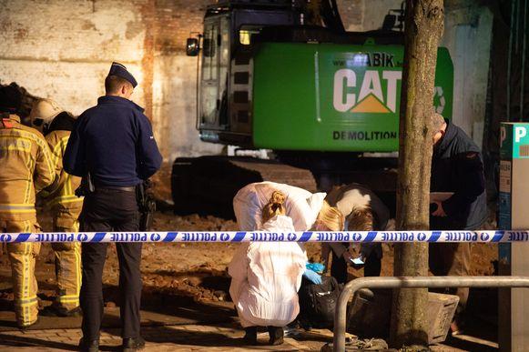 Bij afbraakwerken in de Boomgaardstraat in Berchem is een stoffelijk overschot gevonden in een septische put.