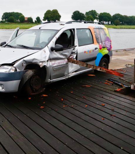Politie wil weten: wie werd bijna gespietst in deze auto in Cuijk?