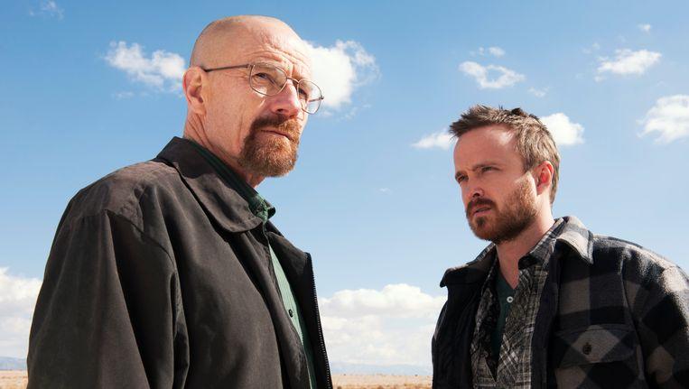 Bryan Cranston en Aaron Paul, hoofdrolspelers van Breaking Bad, dat vanavond voor de laatste keer kans maakt op het winnen van een aantal Emmy's. Beeld ap