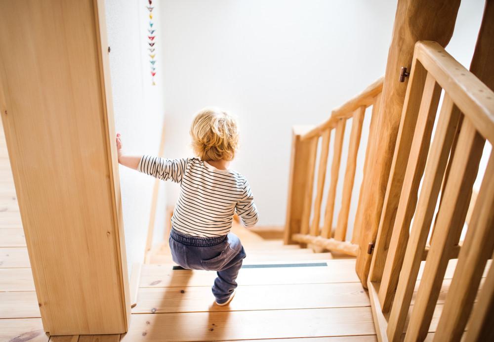 Als je kleine kinderen hebt, is het wel zo veilig om een traphekje te nemen.