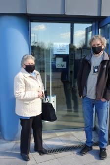 """Une heure au centre de vaccination de Charleroi: """"N'allez pas là-bas"""""""