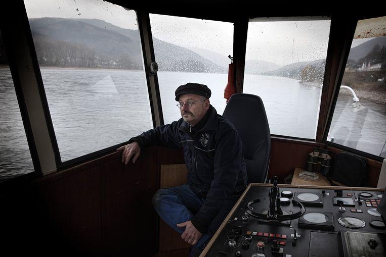 Kapitein Michael Schnaars (54) heeft al sinds juni niet meer gevaren met zijn veerboot. Beeld null