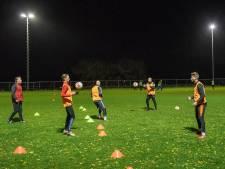 Trainen met vier spelers? Niet alle voetbalclubs doen mee