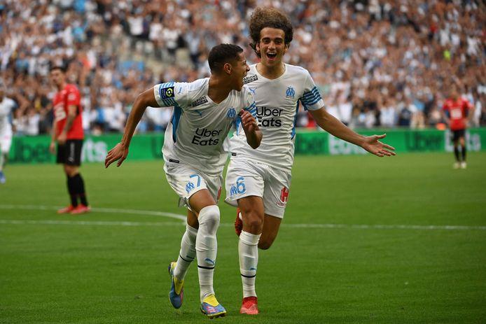 Spelers van Olympique Marseille vieren een treffer tegen Stade Rennes.