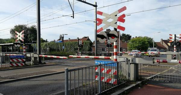 Geen treinen tussen Almelo en Hengelo na aanrijding.