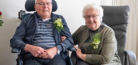 Trouwdag Roelof en Jannie uit Nijverdal eindigt 60 jaar geleden hilarisch: geit mee naar huis
