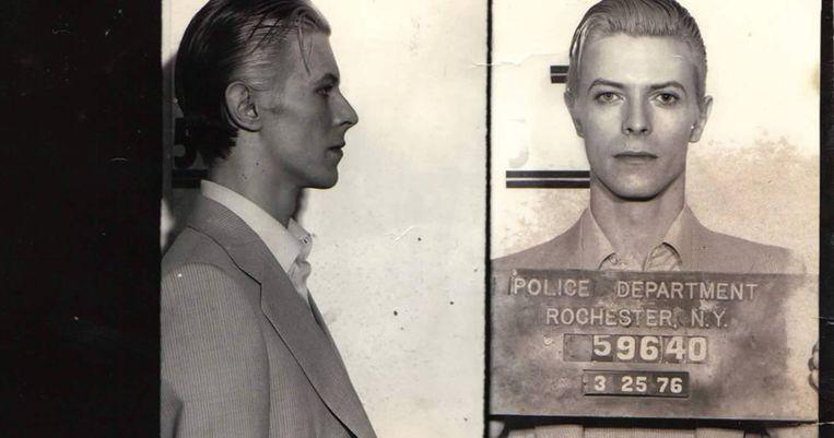 In 1976 werd David Bowie na een optreden in Rochester, New York opgepakt wegens verboden drugsbezit. Zijn politiefoto dook later op in de nalatenschap van een politieman. De originele foto werd geveild. Beeld Police Department Rochester N.Y.
