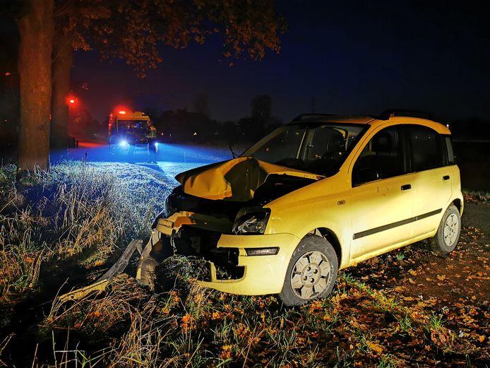 Op de Haaghweg in Didam heeft een automobilist frontaal een boom geraakt. De weg die in het buitengebied van Didam ligt was nog bevroren en erg glad. Ondanks de forse schade aan de auto heeft de bestuurder zelf het voertuig kunnen verlaten. Hij is voor behandeling naar het ziekenhuis gebracht. De auto raakte total loss bij het ongeval en moest worden afgesleept.