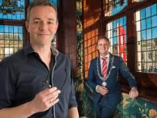 'Burgemeester Verhoeve wilde zondag naar Staphorst om honderden gelovigen een hand te geven'