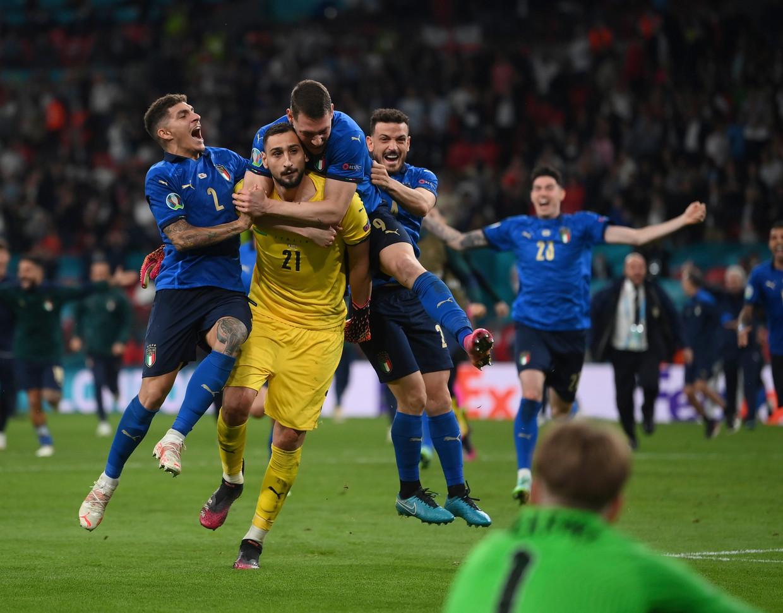 Donnarumma was de helft van de Italianen in de strafschoppenreeks. Beeld AP
