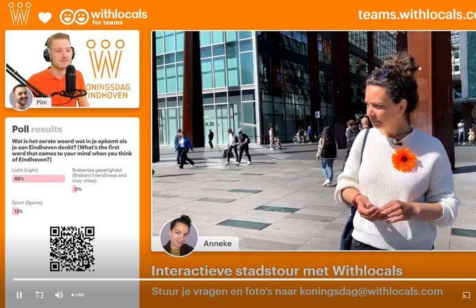 Anneke van WithLocals geeft een interactieve tour door de stad.