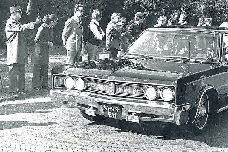 De Japanse keizer Hirohito en zijn vrouw arriveren in 1971 voor een staatsbezoek bij paleis Huis ten Bosch. Beeld anp