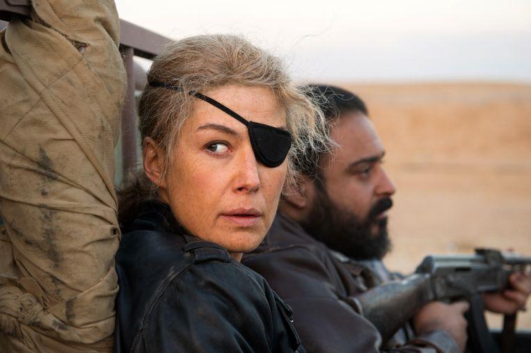 Rosamund Pike als Marie Colvin in A Private War. 'Zij heeft Marie echt tot leven gebracht.' Beeld RV